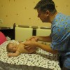 Дети могут немного похныкать при первых сеансах массажа, но потом адаптируются. С Ильясом общий язык мы нашли сразу.